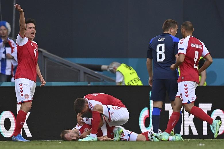 丹麥隊29歲的中場大將艾瑞克森(Christian Eriksen)在比賽中突然昏厥倒地無意識圖:達志影像/美聯社