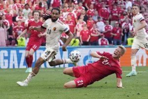 歐國盃賽事出現觀眾確診,丹麥官方呼籲4000名潛在接觸者立刻進行採檢。圖:達志影像/美聯社