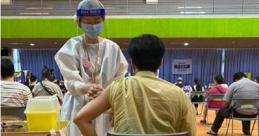 作家接種國產疫苗後猝逝 生前參訪高端廠曾稱「最有效也最安全」